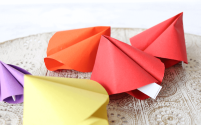 DIY Glückskekse aus Papier mit liebevollen Nachrichten zum Ausdrucken!