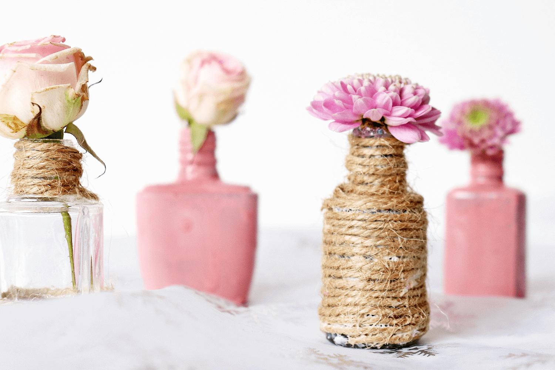 Minivasen aus Nagellackflaschen
