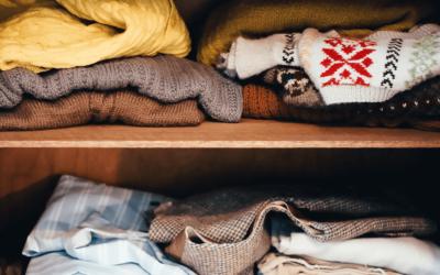 Was soll ich mit alter Kleidung machen? Verkaufen oder Spenden?