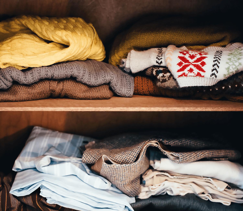 Alte Kleidung lieber spenden oder verkaufen?