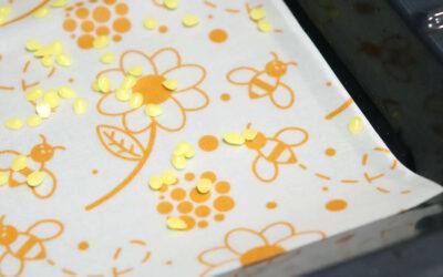 Statt Frischhaltefolie: plastikfreie Bienenwachstücher selber machen